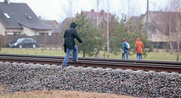Gyventojai nebegalės eiti per bėgius: visa geležinkelio zona bus atitverta