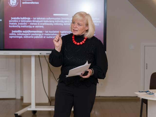 Virginija Jurėnienė teigė, kad kai moterys išeina į viešąją erdvę, prasideda politika. Ir čia įvaizdis vaidina svarbų vaidmenį.