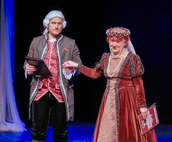 Renginio vedėjai V. Mickuvienė ir E. Bavikinas.