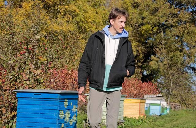 Savo ateitį V. Juodzevičius sieja su bitininkyste.